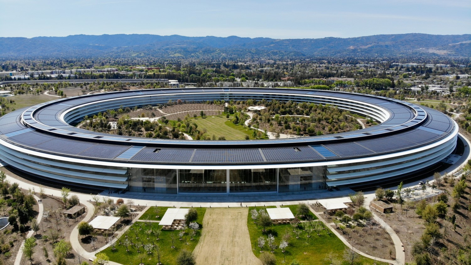 Apple Park's Solar System is Largest Commercial Project