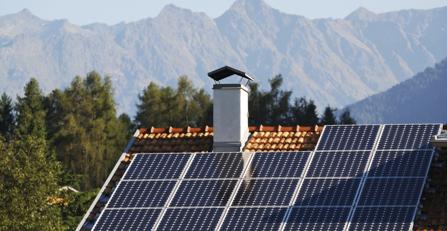 How solar panels absorb and store energy